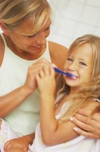 brush children teeth